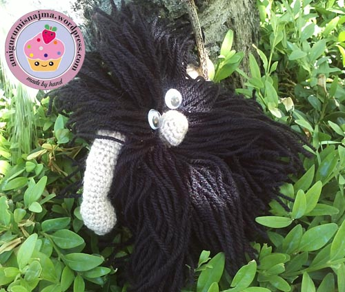 caveman_crochet_doll-02