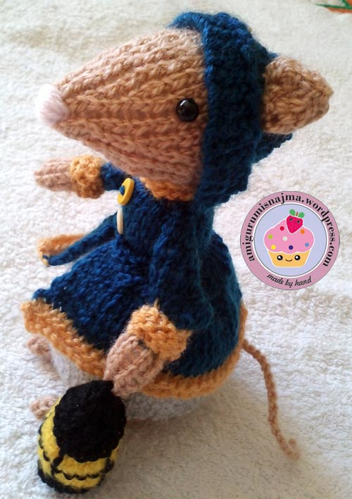 dickensian mouse  knitted toy doll najma-03