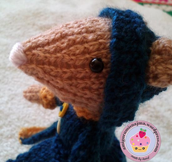 dickensian mouse  knitted toy doll najma-04