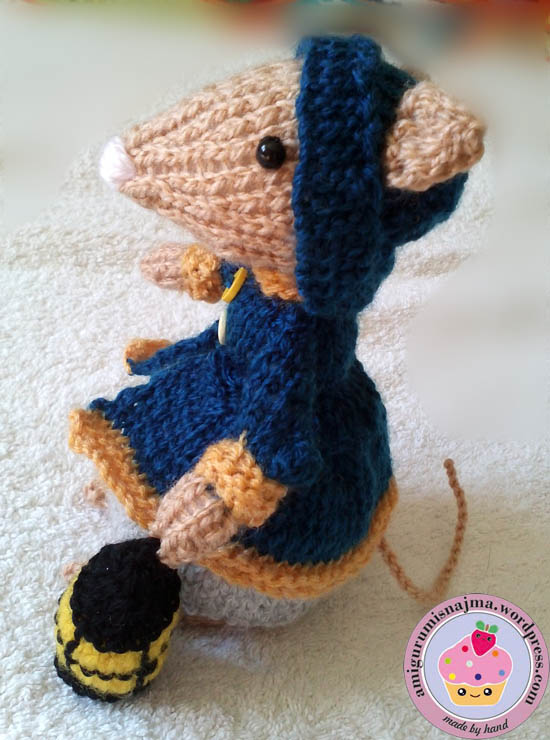 dickensian mouse  knitted toy doll najma-05