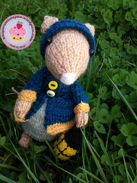 dickensian mouse  knitted toy doll najma-26