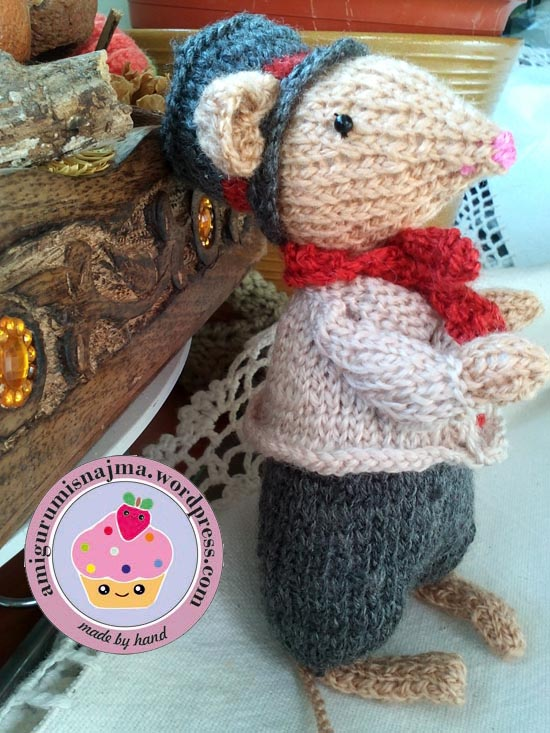 dickensian mouse  knitted toy doll najma-31