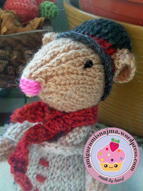 dickensian mouse  knitted toy doll najma-32