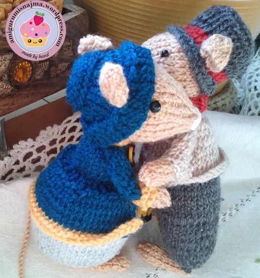 dickensian mouse  knitted toy doll najma-33