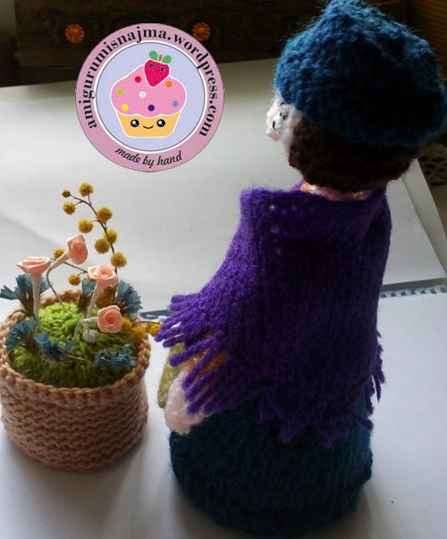 flower seller doll knitted toy najma05