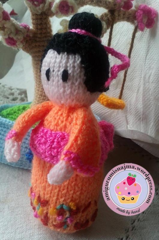knitted geisha kokeshi doll amigurumi najma-03