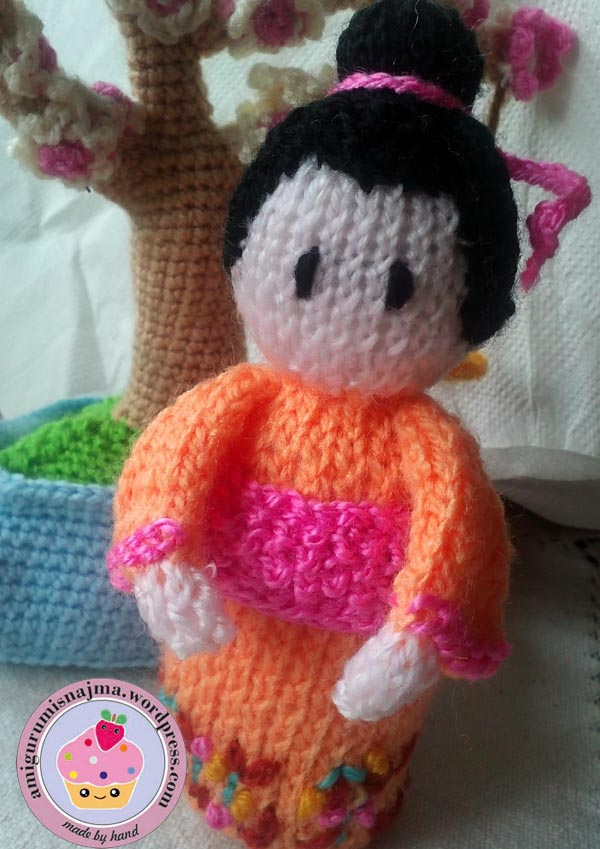Kokeshi Doll Knitting Pattern : knitted Geisha Asami Labores de Najma
