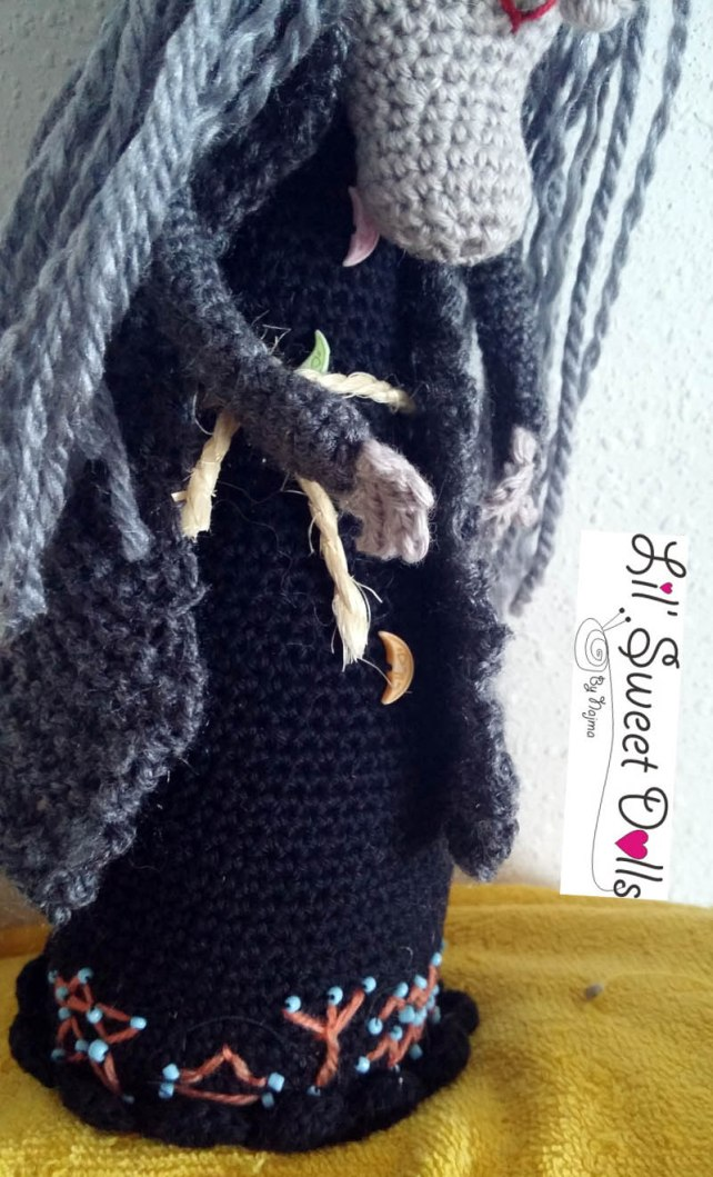 bruja witch amigurumi crochet doll