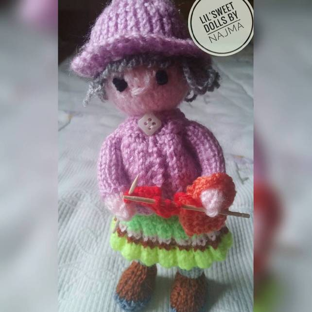 granny-knitting doll amigurumi weamiguru